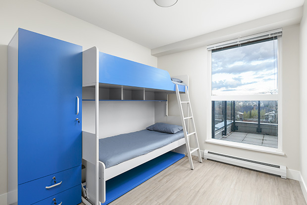 Students in a Premium Shared Bedroom at GEC Pearson share a convertible bunk bed in a one bedroom apartment